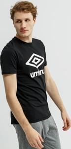 Czarny t-shirt Umbro z krótkim rękawem