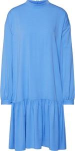 Niebieska sukienka Moss Copenhagen z okrągłym dekoltem w stylu casual z długim rękawem