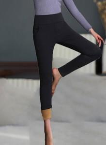 Czarne spodnie sportowe Cikelly w sportowym stylu z dresówki