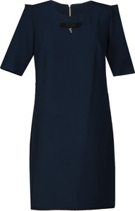 Granatowa sukienka Fokus midi z krótkim rękawem oversize