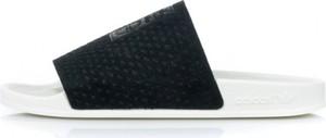 Czarne klapki Adidas w stylu casual z płaską podeszwą