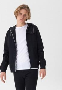 Czarna kurtka House w młodzieżowym stylu