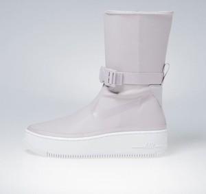 Sneakersy Nike w stylu casual z płaską podeszwą