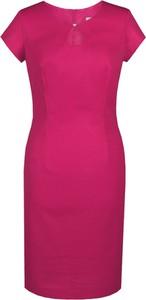 Różowa sukienka Fokus z krótkim rękawem midi z dekoltem w kształcie litery v