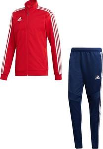 Dres Adidas z dresówki w sportowym stylu