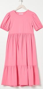 Różowa sukienka Sinsay z okrągłym dekoltem w stylu casual