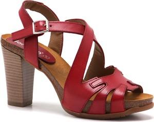 d295890453e29 rzymianki na słupku. Czerwone sandały Verano z klamrami na wysokim obcasie