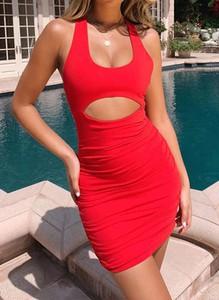 Czerwona sukienka Arilook ołówkowa na ramiączkach z okrągłym dekoltem