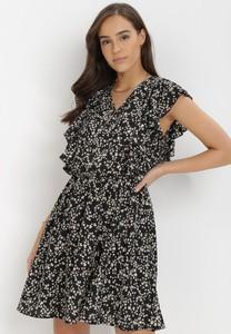 Sukienka born2be z krótkim rękawem w stylu casual z dekoltem w kształcie litery v