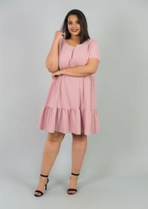 Różowa sukienka KARKO z krótkim rękawem dla puszystych