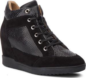 Sneakersy Geox ze skóry w młodzieżowym stylu