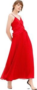 Czerwona sukienka Fracomina z dekoltem w kształcie litery v na ramiączkach z szyfonu