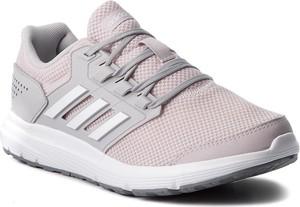 Różowe buty sportowe Adidas ze skóry ekologicznej w sportowym stylu sznurowane