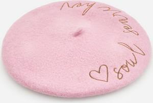 Różowa czapka Reserved z wełny