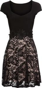 Czarna sukienka bonprix BODYFLIRT z krótkim rękawem z okrągłym dekoltem