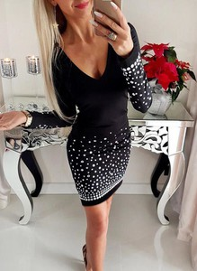 Czarna sukienka Sandbella dopasowana z długim rękawem