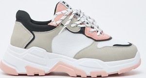 Sneakersy Sinsay sznurowane
