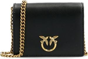 Czarna torebka Pinko na ramię matowa