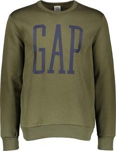 Zielona bluza Gap w młodzieżowym stylu