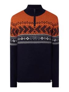 Sweter McNeal ze stójką w młodzieżowym stylu
