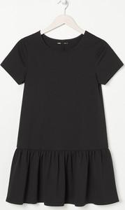 Czarna sukienka Sinsay w stylu casual mini z krótkim rękawem