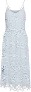 Błękitna sukienka vila