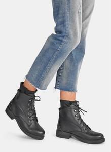 Czarne botki DeeZee w stylu casual z płaską podeszwą