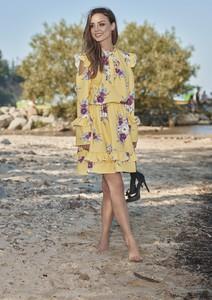 Sukienka Lemoniade midi z okrągłym dekoltem w stylu casual