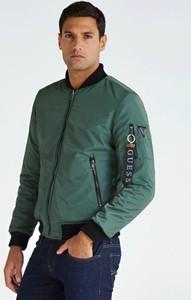 Zielona kurtka Guess z wełny w młodzieżowym stylu