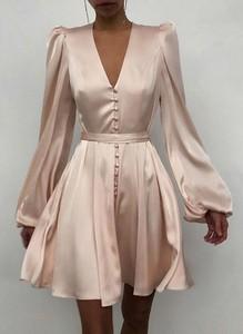 Różowa sukienka Cikelly z satyny w stylu casual z długim rękawem