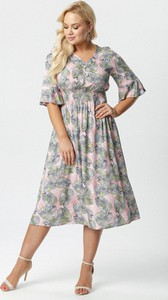 Sukienka born2be z długim rękawem dla puszystych z dekoltem w kształcie litery v