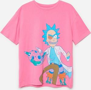 Różowy t-shirt Cropp w młodzieżowym stylu z okrągłym dekoltem z bawełny
