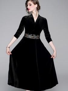 Sukienka Kaimilan z dekoltem w kształcie litery v rozkloszowana z długim rękawem