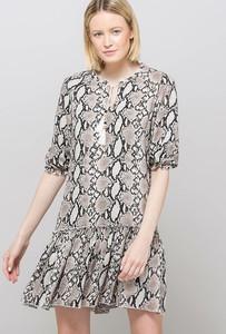 Sukienka Monnari z długim rękawem baskinka mini