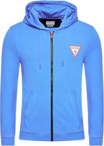 Niebieska bluza Guess w sportowym stylu