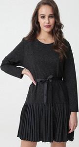 Czarna sukienka born2be z okrągłym dekoltem z długim rękawem mini