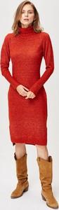 Sukienka FEMESTAGE Eva Minge w stylu casual z golfem z długim rękawem