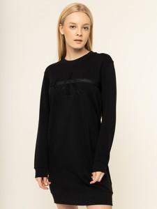 Czarna sukienka Calvin Klein prosta mini z okrągłym dekoltem