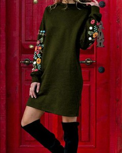 Zielona sukienka Kendallme z długim rękawem prosta w stylu casual
