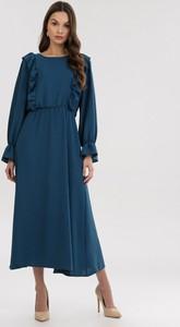 Niebieska sukienka born2be z długim rękawem maxi z okrągłym dekoltem