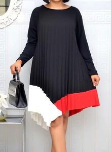 Czarna sukienka Arilook z okrągłym dekoltem midi asymetryczna