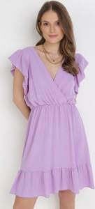 Fioletowa sukienka born2be z krótkim rękawem z dekoltem w kształcie litery v mini