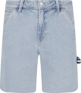 Szorty Tommy Jeans w street stylu