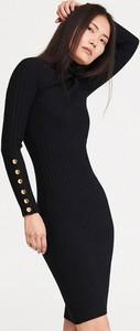 Sukienka Reserved dopasowana z długim rękawem