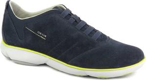 Niebieskie buty sportowe Geox sznurowane ze skóry