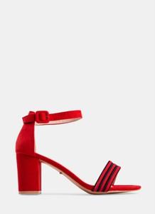 Czerwone sandały DeeZee na słupku na średnim obcasie z klamrami