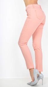 Różowe jeansy Zoio w młodzieżowym stylu
