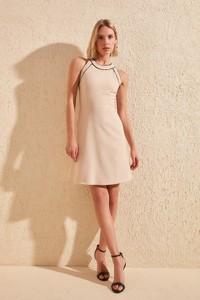 Sukienka Trendyol z okrągłym dekoltem z krótkim rękawem