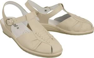 Brązowe sandały Comfortabel na koturnie na niskim obcasie