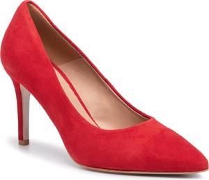 Czerwone czółenka Gino Rossi w stylu klasycznym